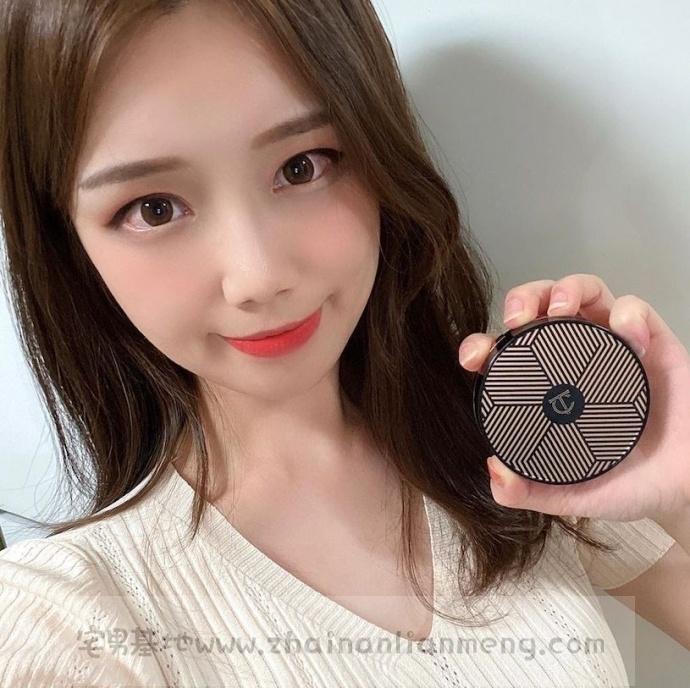 「电眼美少女」duck_zzi,颜值爆表,一双美丽动人的双眼会放电