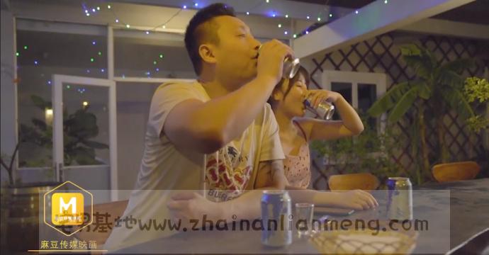 「MD0026」闺蜜归me,麻豆传媒映画的王茜在MD0026把闺蜜男友灌醉插图(1)