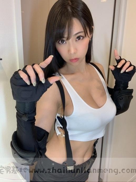 「铃木富美奈」玩cosplay,神级H奶神还原蒂法,好想和她一起玩游戏插图2