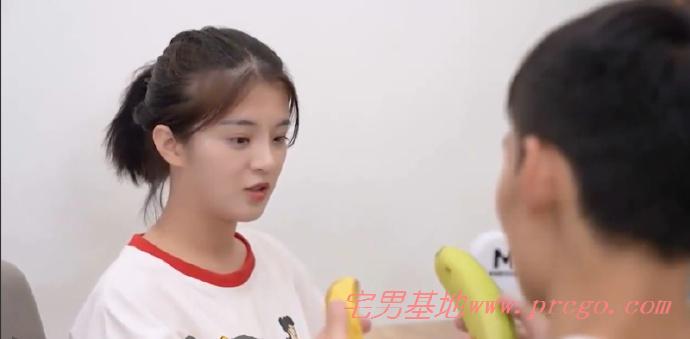 MD0044麻豆传媒视频[兄妹蕉谈],林予曦被哥哥手把手教插图1