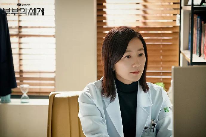 韩剧《夫妻的世界》,居然拍出了特工片的味道