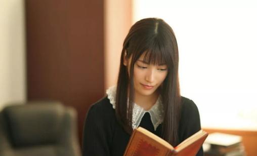 素描课上漂亮的美术老师枫花恋(枫カレン)