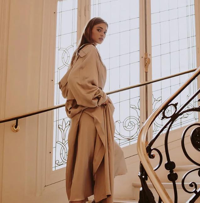 平淡才是真!俄罗斯模特Anna Litvinova适合蹬三轮