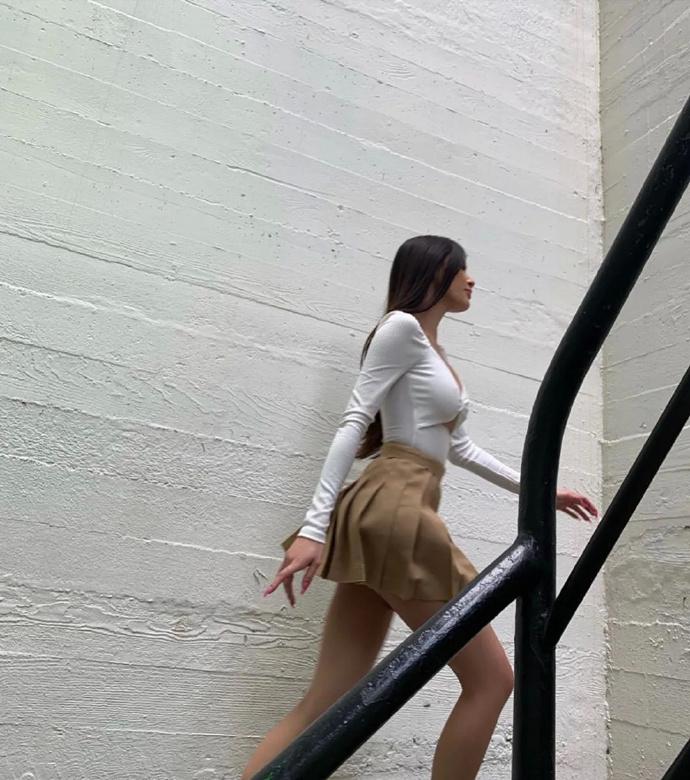 更有料的Camila Low!挺欧美风的