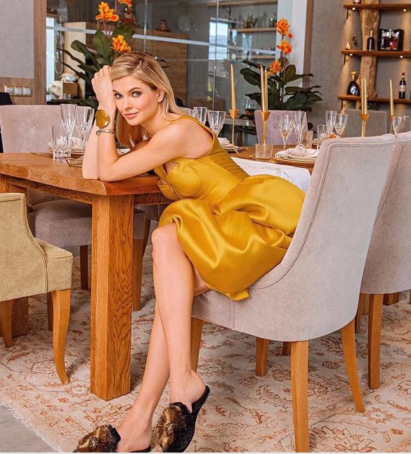 魅力四射!金发碧眼的俄罗斯长腿妹子Natalia Bardo