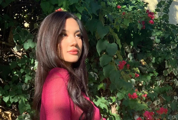 现在一看到欧美妹纸的丰唇,我总会想起Kylie Jenner