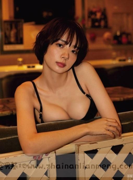 中日混血美少女「冈田纱佳」,霸道长腿完美身材,麻雀模特两不误插图6