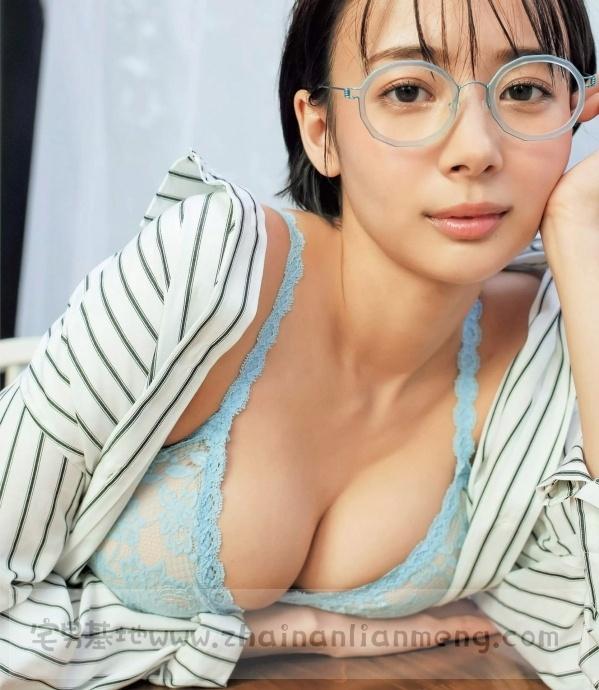 中日混血美少女「冈田纱佳」,霸道长腿完美身材,麻雀模特两不误插图10