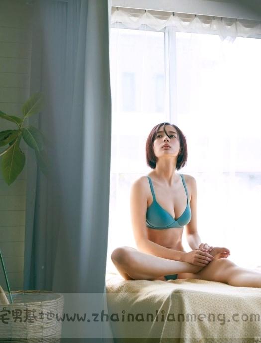 中日混血美少女「冈田纱佳」,霸道长腿完美身材,麻雀模特两不误插图11
