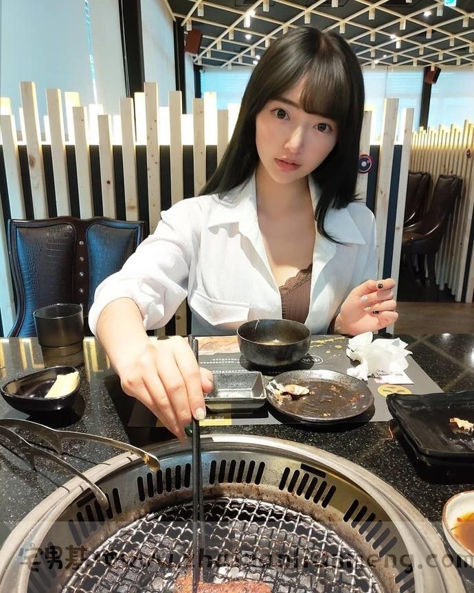 映晨Mita 宝岛网红美少女,长腿大眼酷似桥本有菜