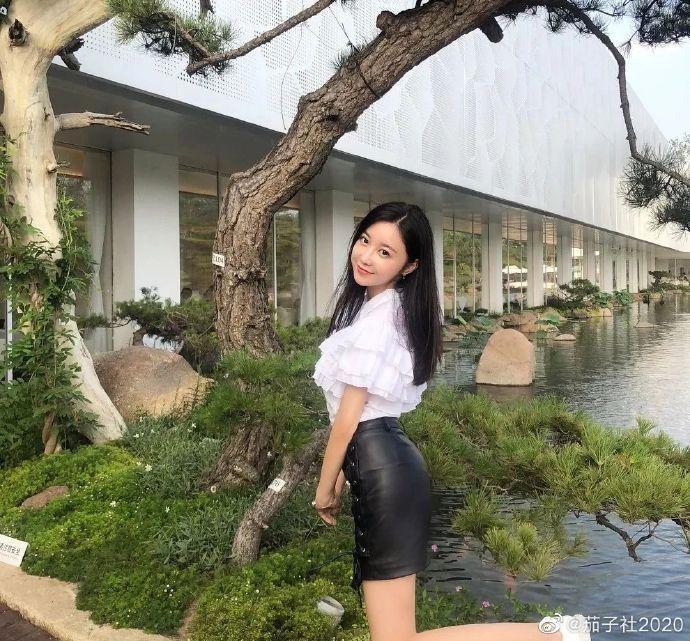 爱情动作电影女演员高嶋明实整容上位 乌鸡变凤凰? 艾薇资讯 第2张