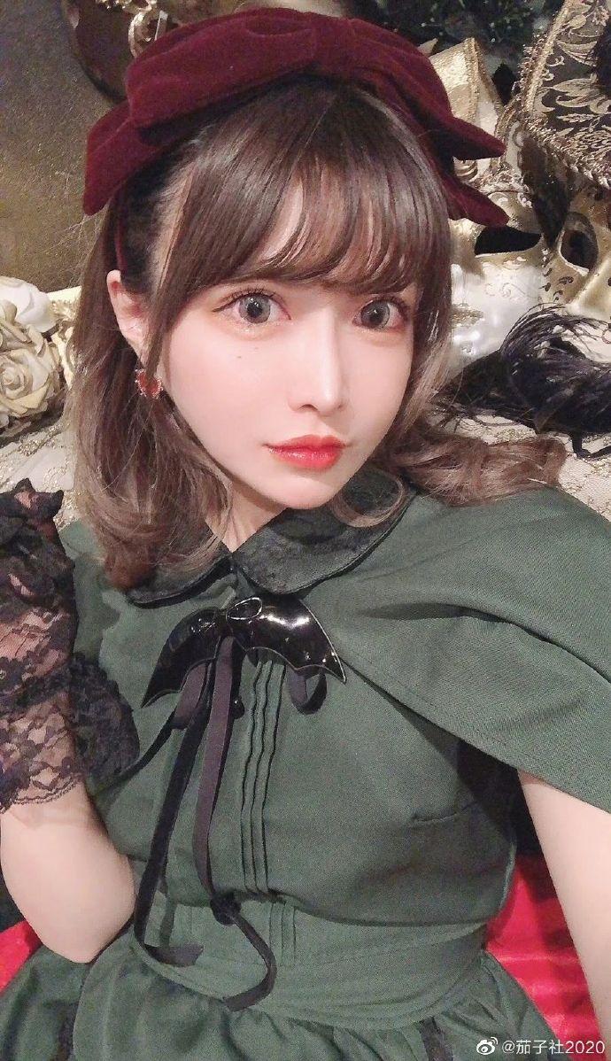爱情动作电影女演员高嶋明实整容上位 乌鸡变凤凰?