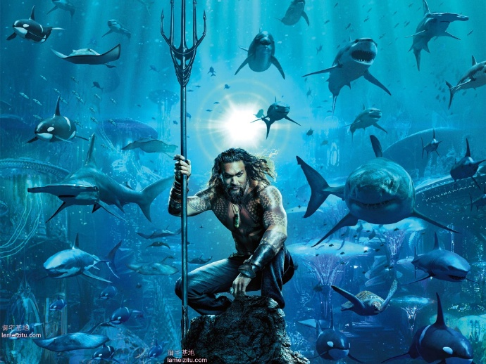 手拿三叉戟的海王统领鲨鱼群