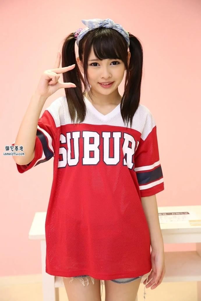 日本萝莉美女演员迹美珠里穿着红衣服