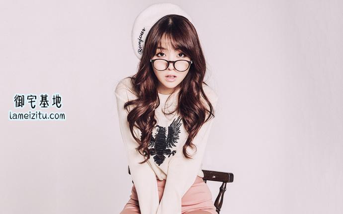 韩国美女方敏雅带着眼镜