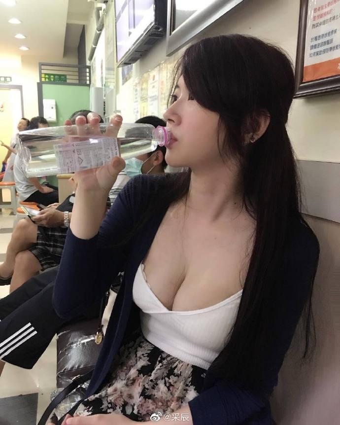 都说女人是水做的,得多喝点水补补