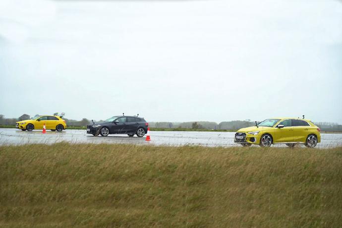 好击败之Mercedes-AMG A35被另外两名德国钢砲击败假的
