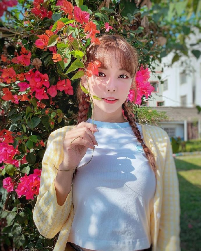 正妹巫苡萱啦啦队队长露了!真空礼服泄D胸。网友:这样太危险