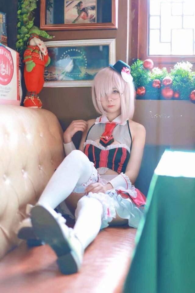 Fate玛修情人节女仆cos高清图片