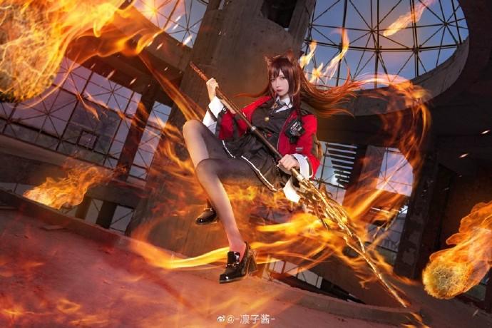 【cosplay】凛子酱明日方舟天火cos图片壁纸