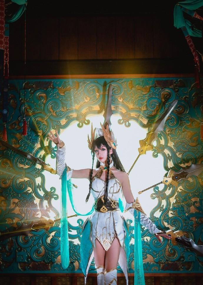 【cosplay】欣欣nb英雄联盟刀妹艾瑞莉娅cos图片壁纸