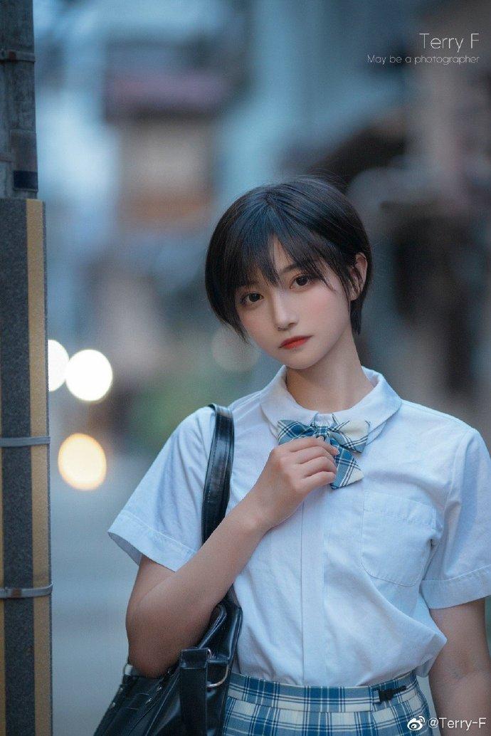 """""""微博妹子推荐@帅嘤嘤,超级好看的短发小姐姐!"""