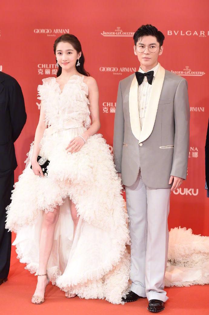 #上海电影节红毯# #关晓彤礼服# 娱乐 热图8