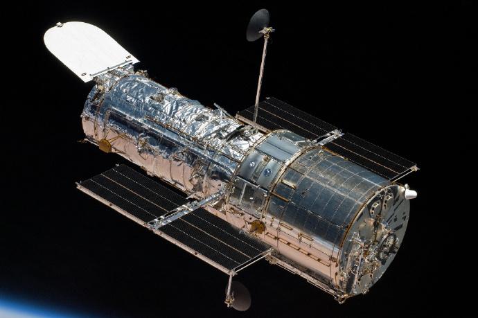 拍两下,不行就踹几脚—哈勃望远镜说,我惹你啦! 嗨头条 第1张