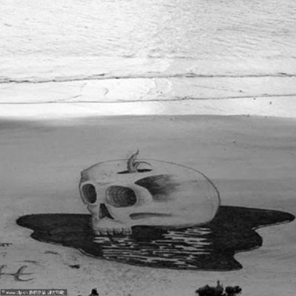 沙堆积的骷髅