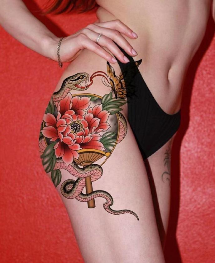 美女臀部花蛇纹身图案欣赏