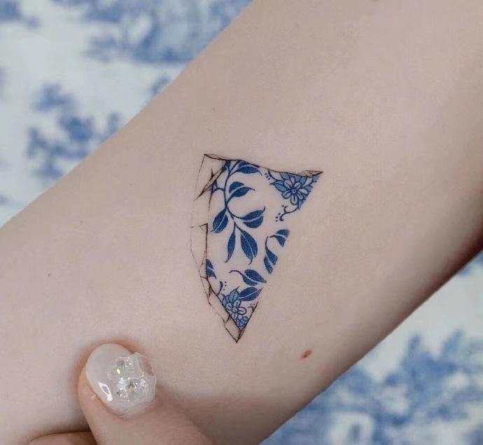 青花瓷纹身图案!很清新,很秀气!