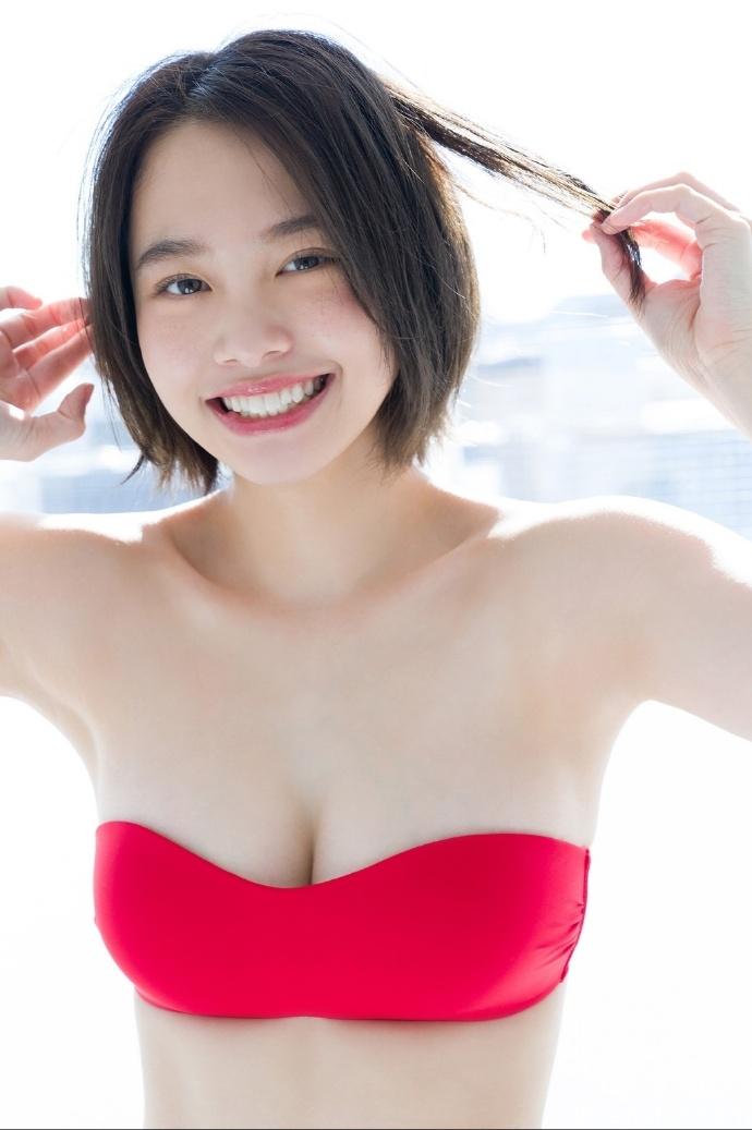 18岁高中生甜心少女新田步凪放开自我写真 网络美女 第2张