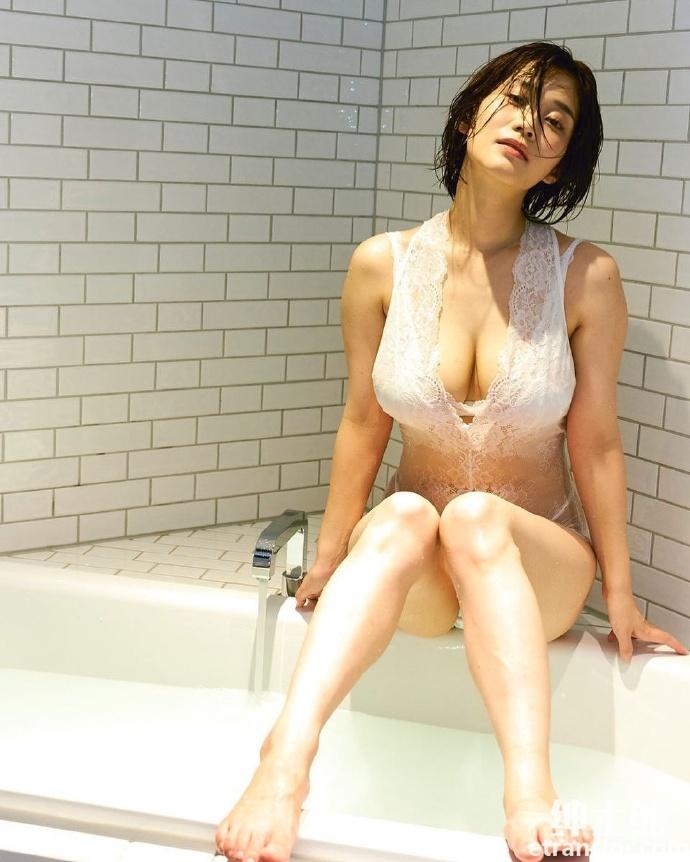 女神高桥凛晒火辣写真散发 30 岁轻熟御姐的诱惑 网络美女 第34张