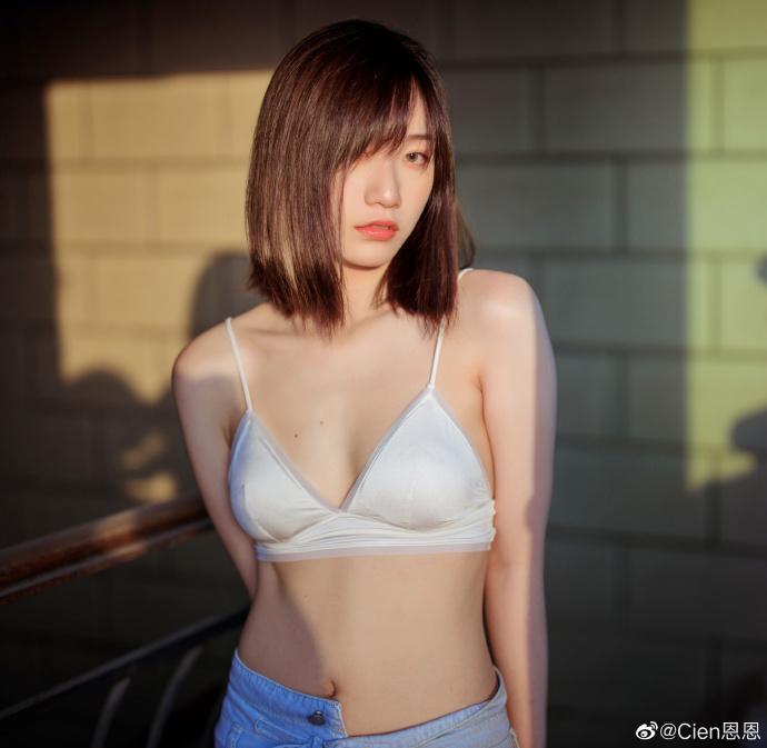 妹子图@Cien恩恩 身材很普通,但这嘴唇太性感 liuliushe.net六六社 第6张