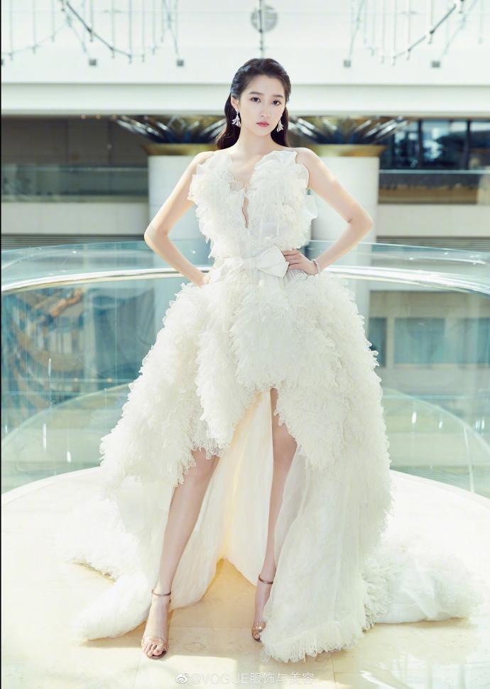 #上海电影节红毯# #关晓彤礼服# 娱乐 热图5