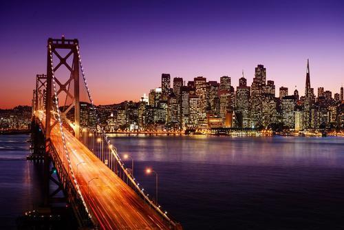 加州山火烟尘笼罩下的旧金山