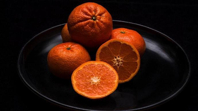 年底的橙子,是小城关系网