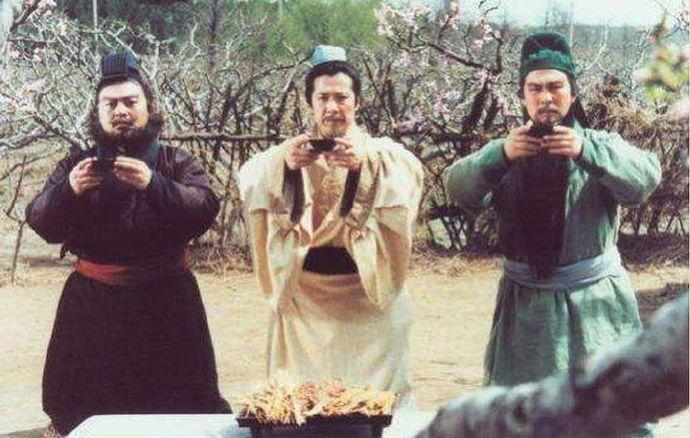 为什么刘备那么幸运,结拜了两个都是「万人敌」的兄弟?