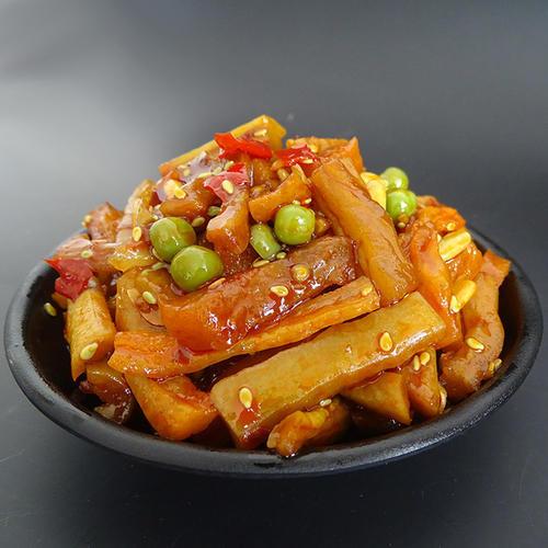这两天,关于韩国的小学生午餐的晒图引发了很多讨论