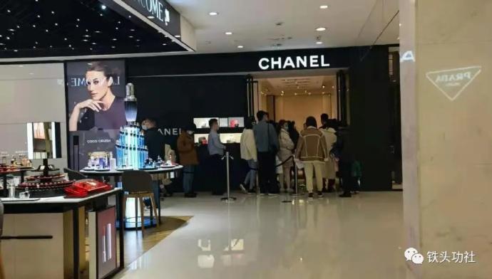 上班没动力?看看杭州大厦的富人是怎么花钱吧