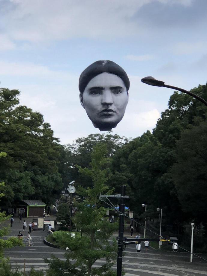 日本公园出现了一个巨大的人头造型热气球--『游乐宫』Youlegong.com 第1张