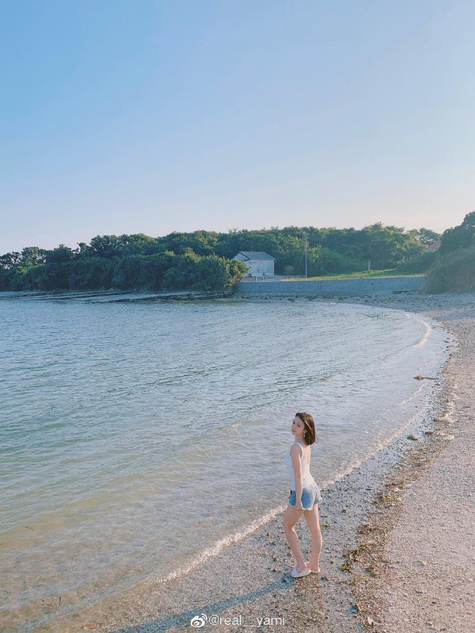 妹子图@real__yami 沙滩上那一抹靓丽的风景线 liuliushe.net六六社 第2张