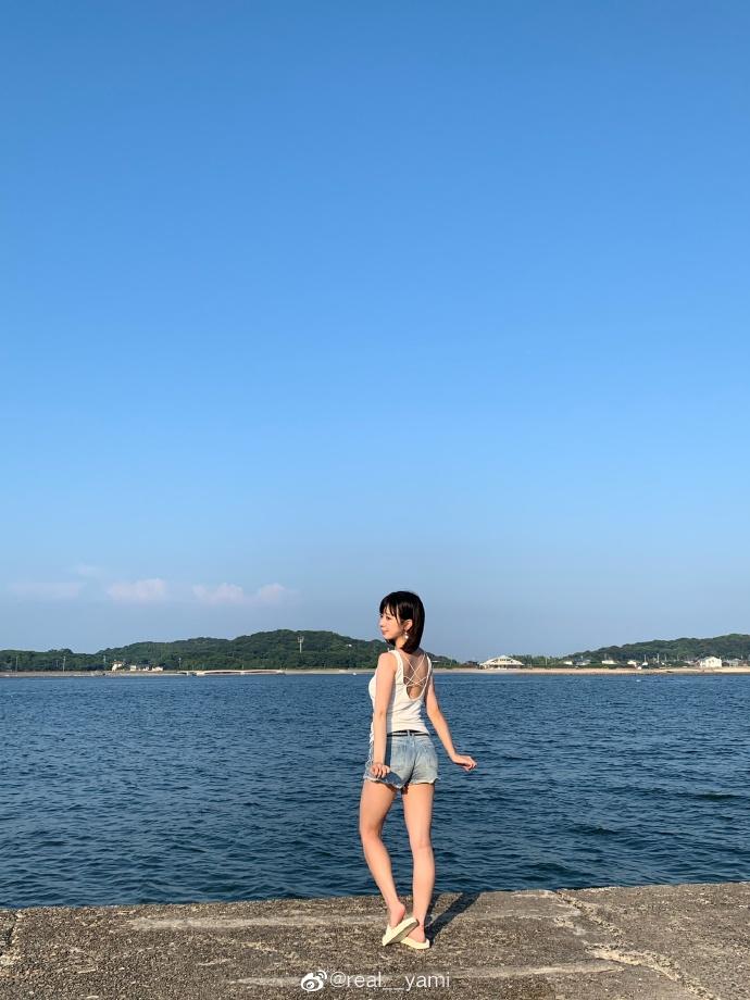 妹子图@real__yami 沙滩上那一抹靓丽的风景线 liuliushe.net六六社 第7张