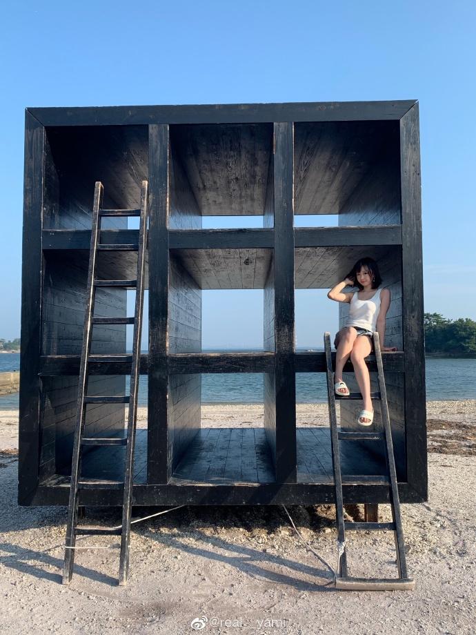 妹子图@real__yami 沙滩上那一抹靓丽的风景线 liuliushe.net六六社 第5张