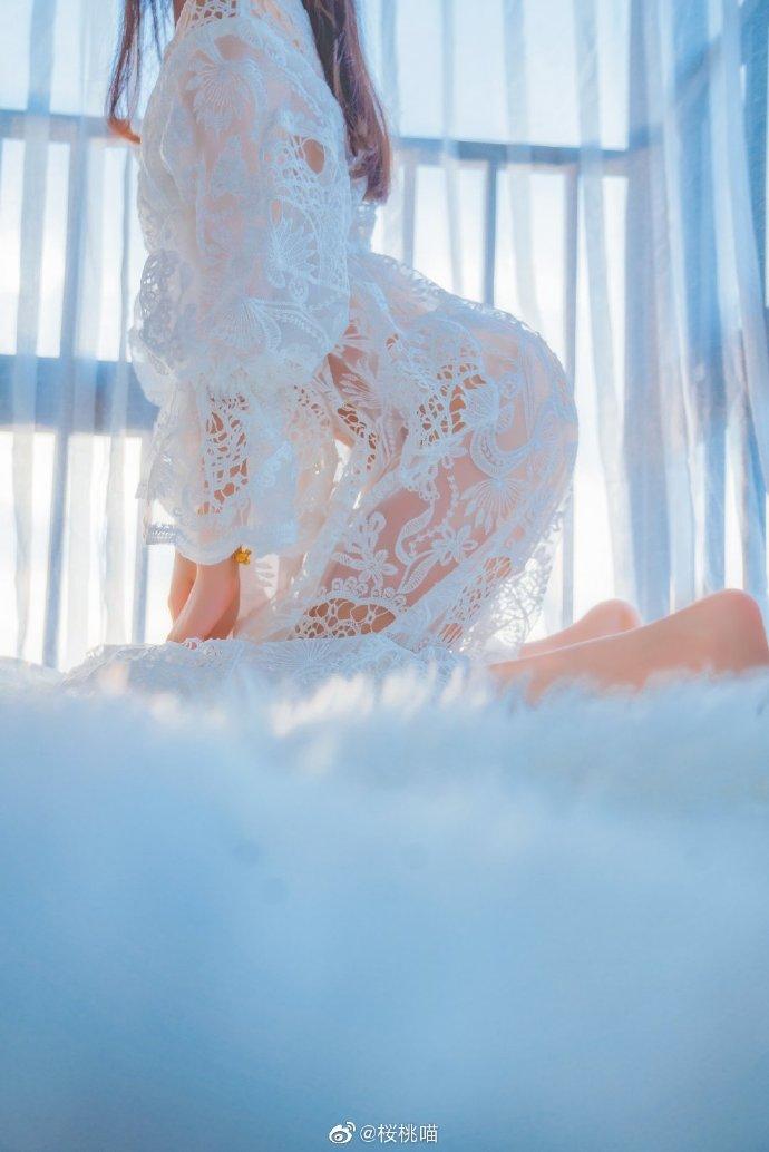 樱桃喵的表现力太厉害了 - 半生穿过枫叶 抖落白雪 奔向你 .🌨️ ❄