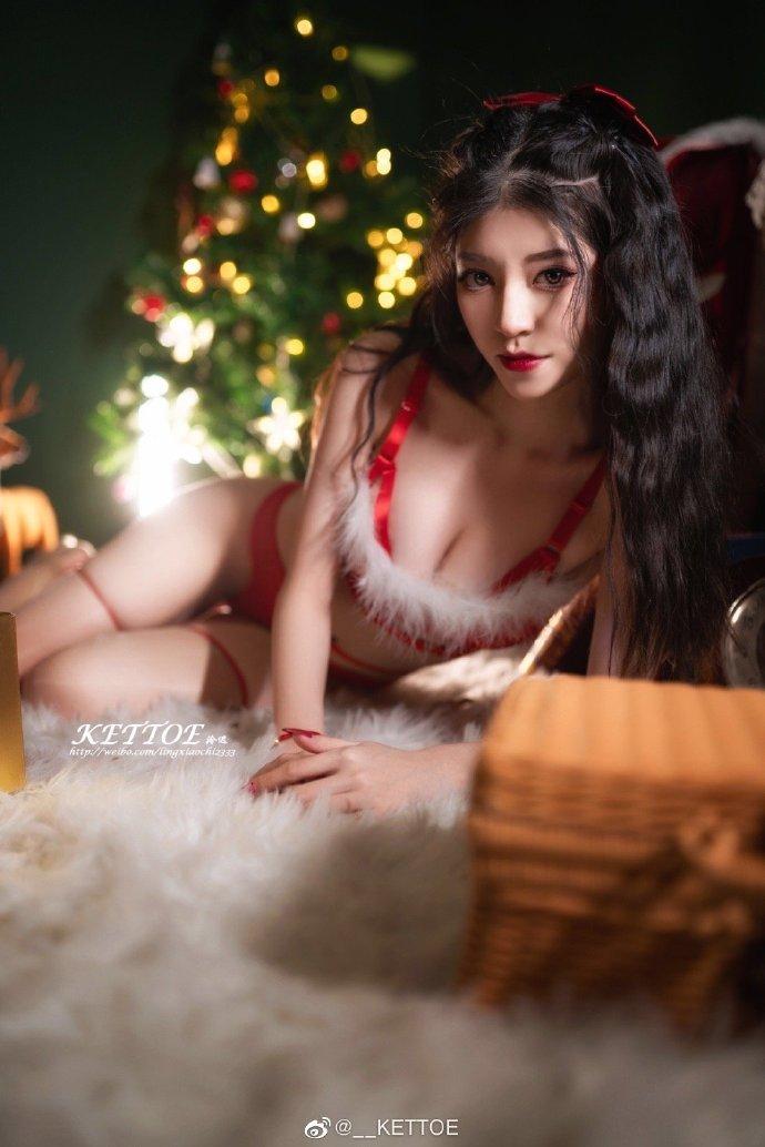 『咳咳,圣诞老人来送礼物了🎁』