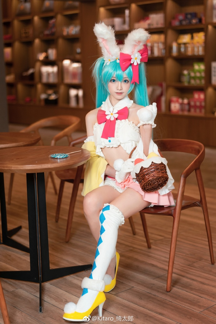 妹子图@Kitaro_绮太郎 她cosplay的碧蓝航线是最逼真的! liuliushe.net六六社 第3张