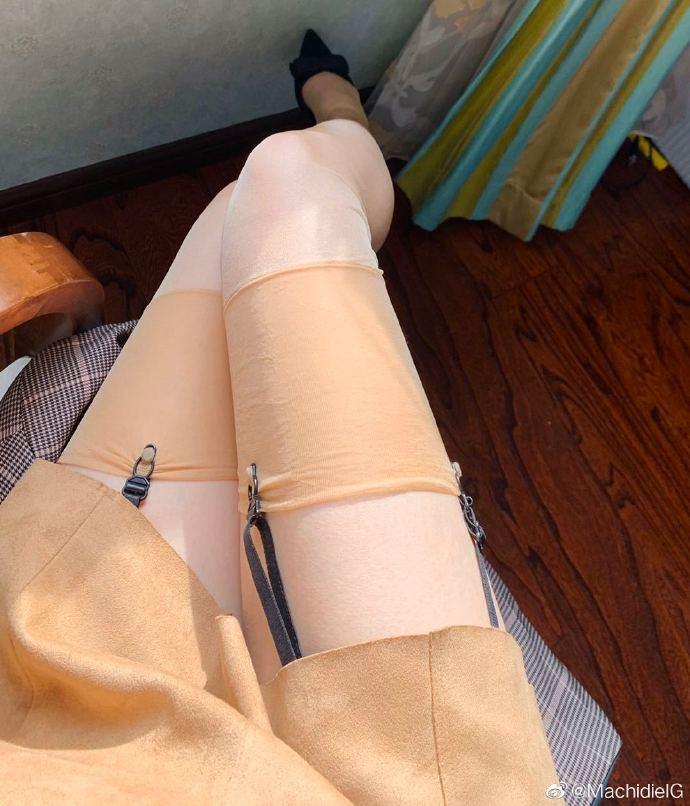 又到穿丝袜的季节了,微博买家秀