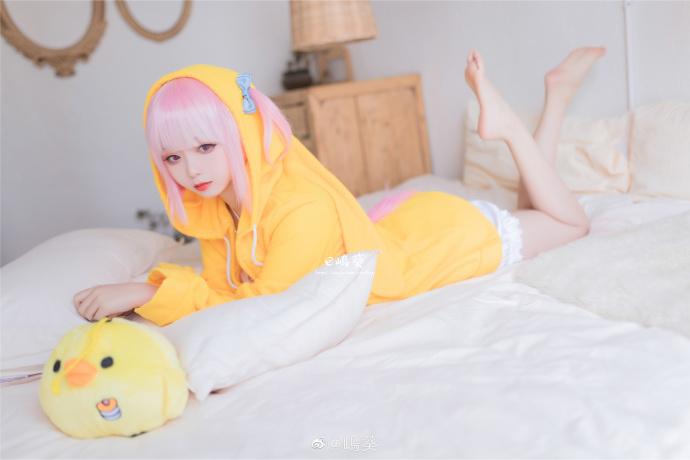 微博妹纸推送@嵨葵 娇小玲珑可可爱的小姐姐,不爱吗?