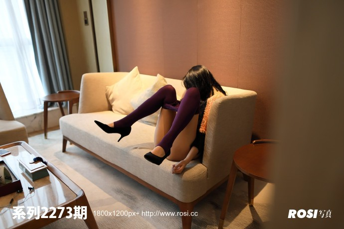V领毛衣妹子居家沙发上无内紫丝裤袜透视写真 无圣光组图 图1